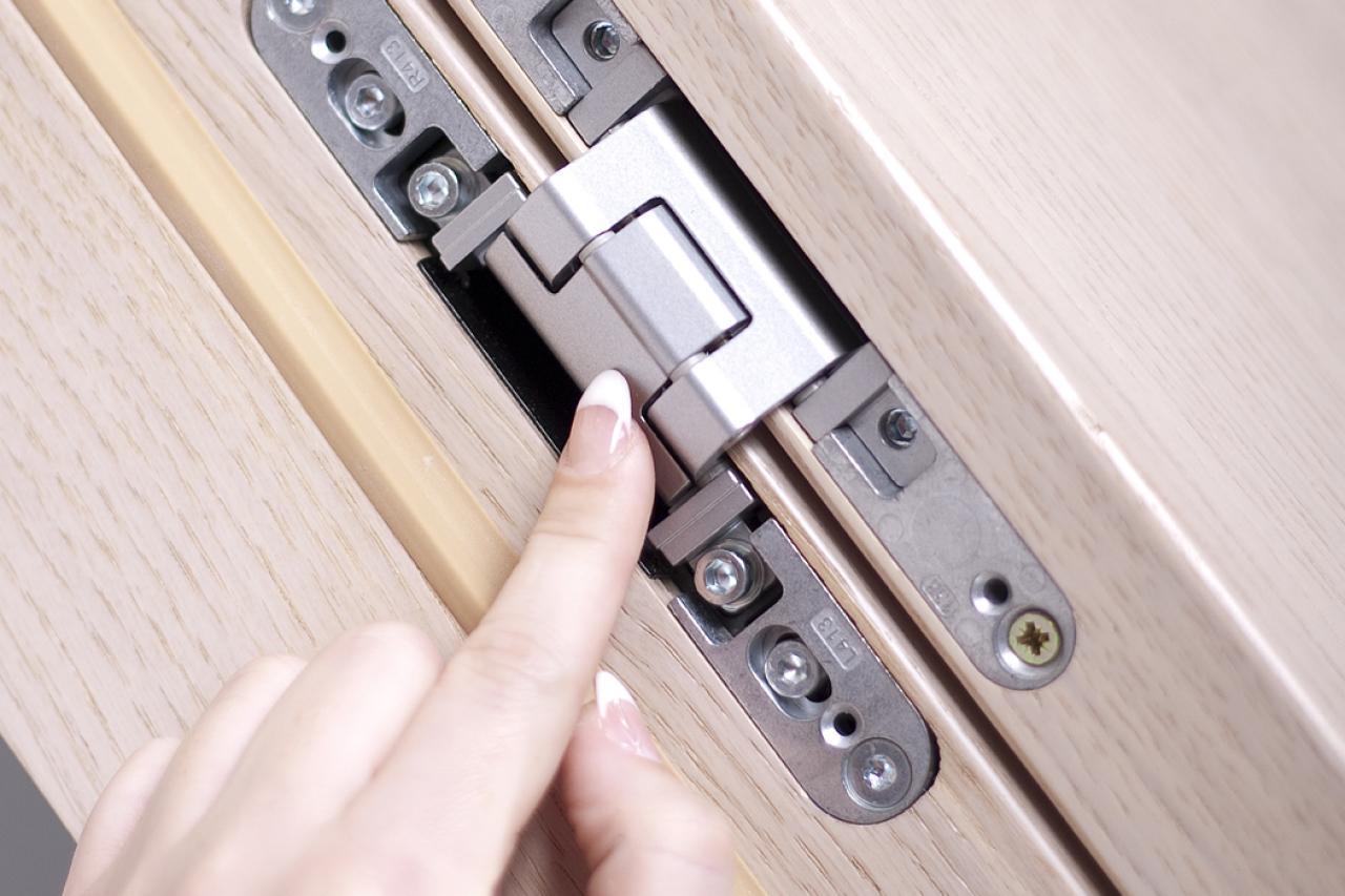 Síkban záródó ajtó | Ajtóház